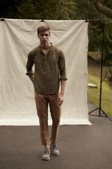 Shirt Henley in Olive Print