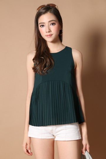 Cartell Pleated Babydoll Top in Forest (XL)
